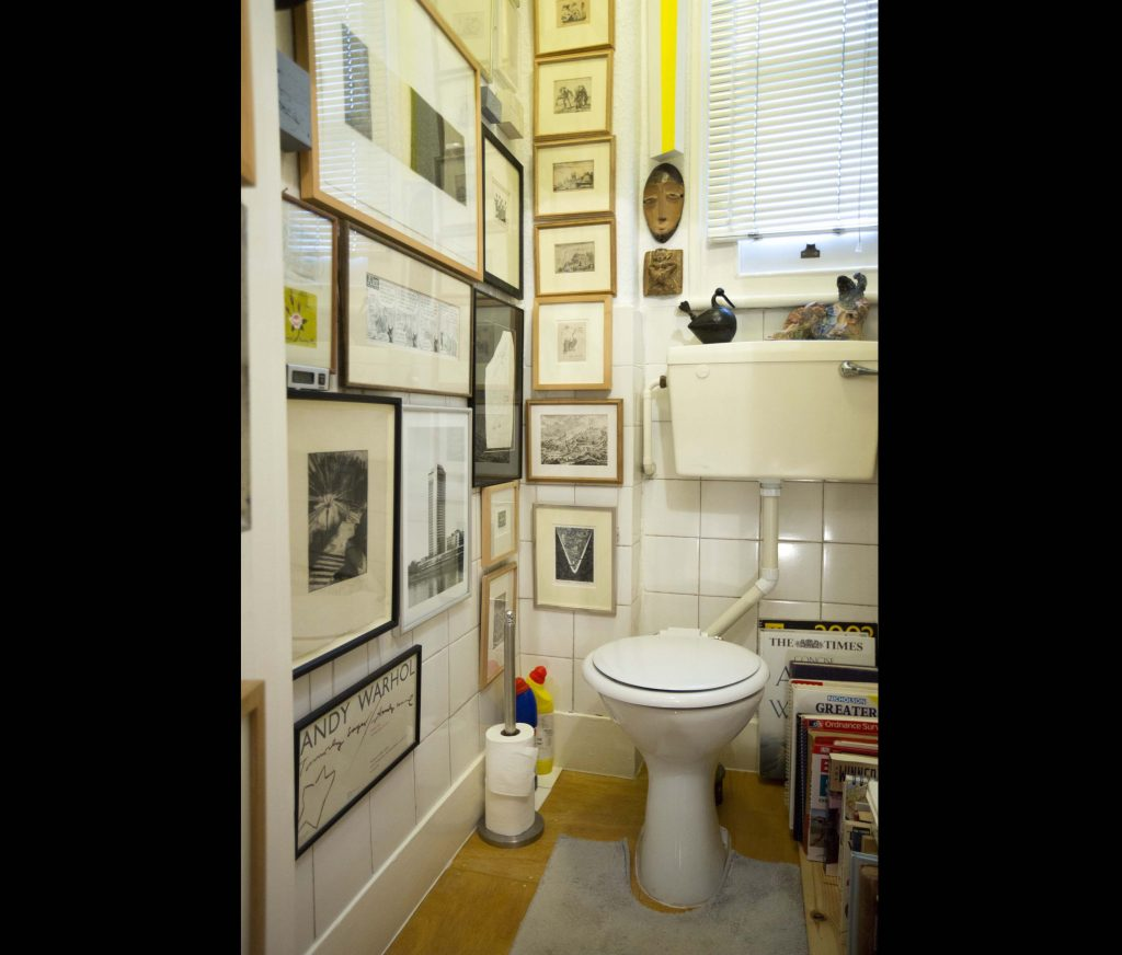 a photo of a btahroom filled with pictures