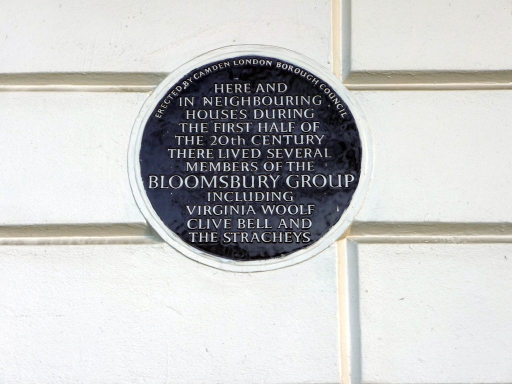 photograph of blue plaque on building reading 'here and in neighbouring houses during the first half of the 20th Century there lived several members of the Bloomsbury Group, including Virginia Woolf, Clive Bell and the Stracheys'