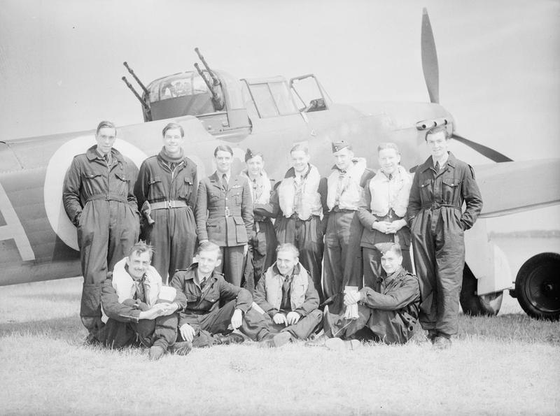 The pilots of 264 Squadron in front of a Boulton Paul Defiant fighter aircraft © IWM (CH 197)