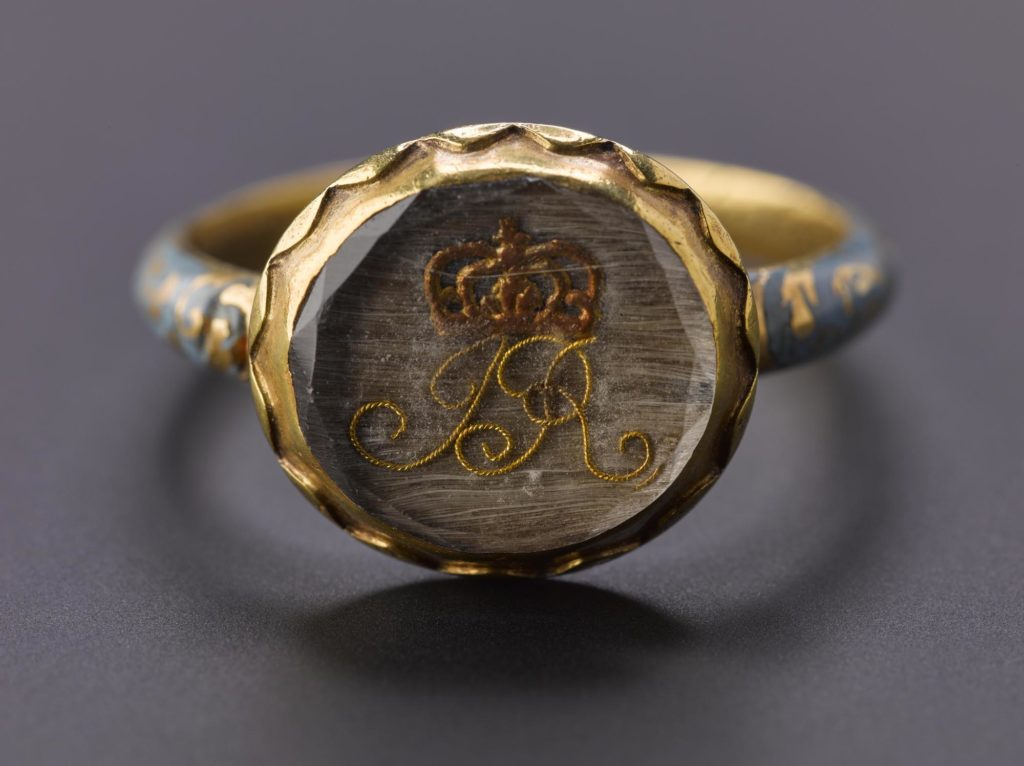 a close up photo of a ring with a crown at its centre