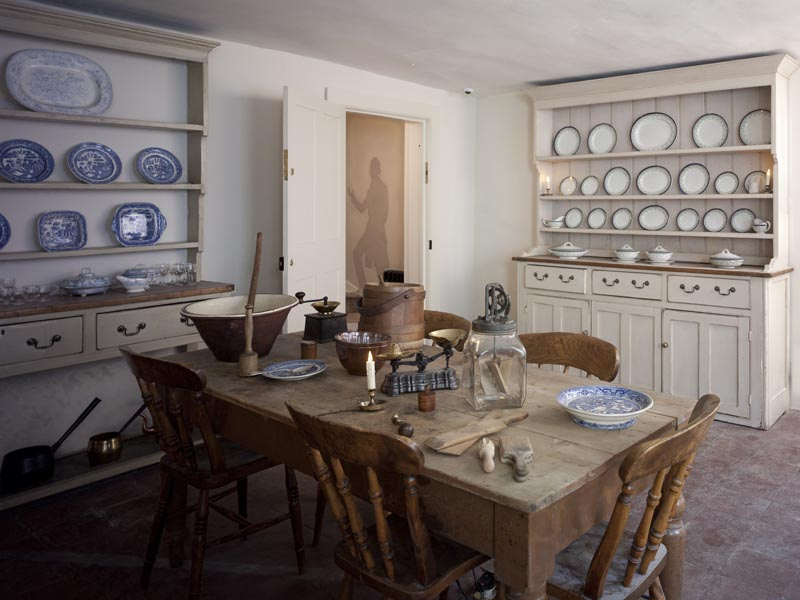 a photo of the interior of a kitchen