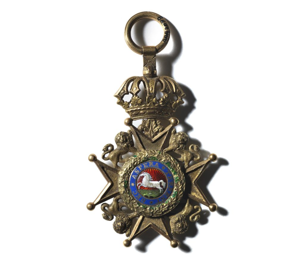 a photo of a cross medal with central motif of a white horse