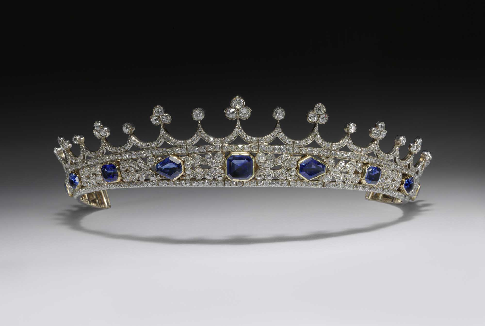 a photo of a coronet with saphires and diamonds