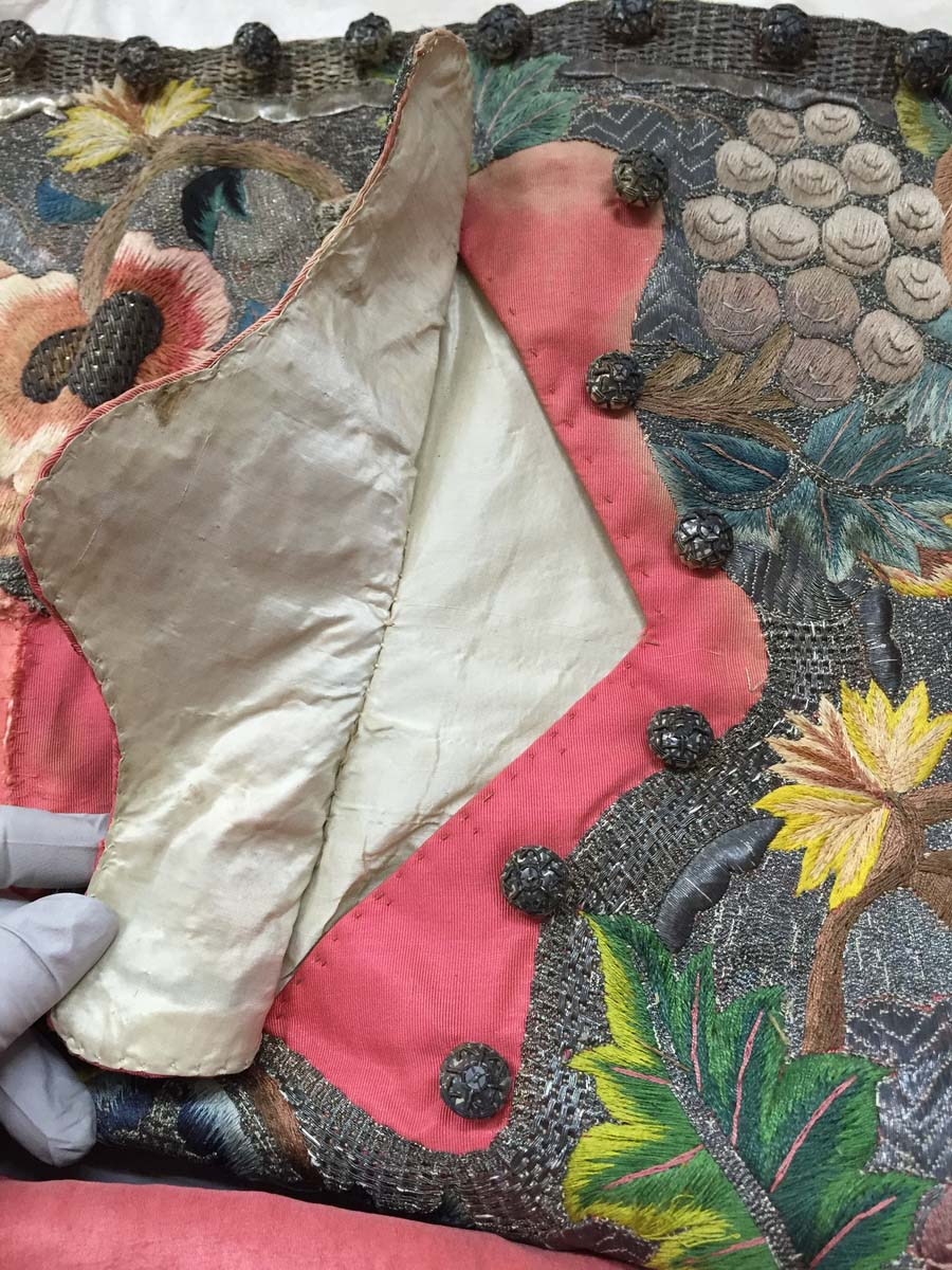 a close up of an embroidered piece of fabric with flowers
