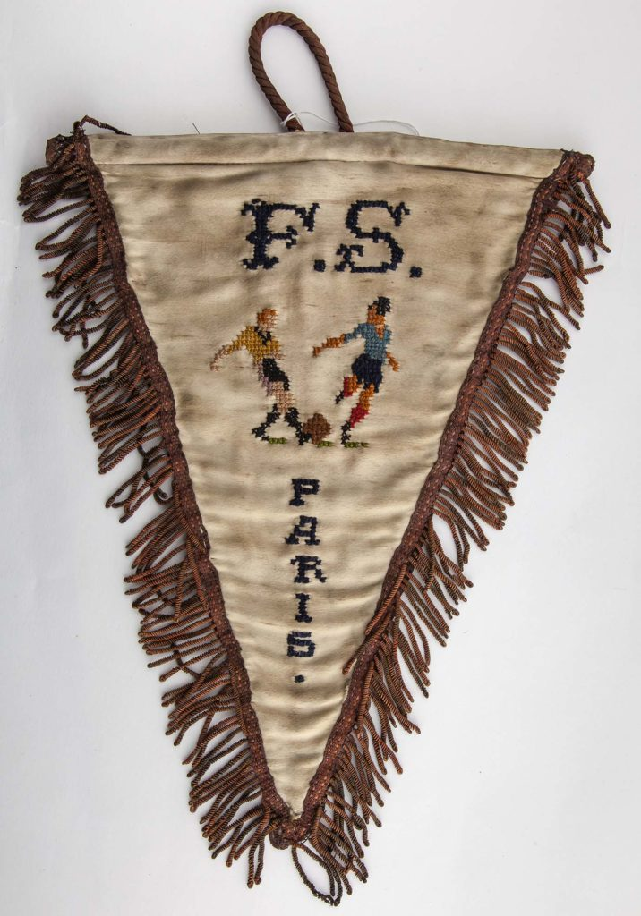 a photo of an old football pennant with the words FS Paris