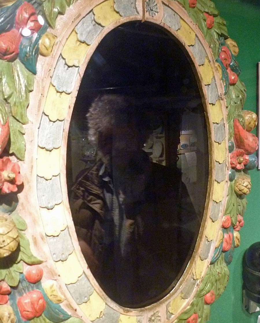 a photo of a mirror with a floral oval frame