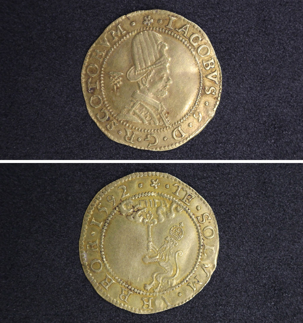a photo of both sides of a golden coin with a side profile of a king wearing a large tudor hat