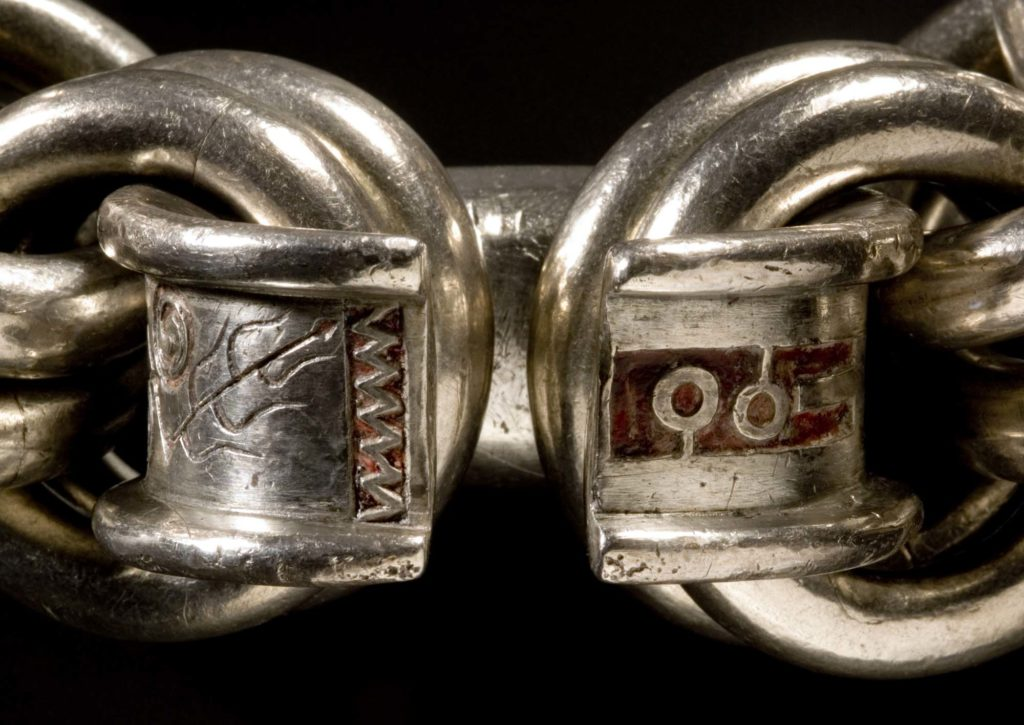 a close up of interlocked silver chains