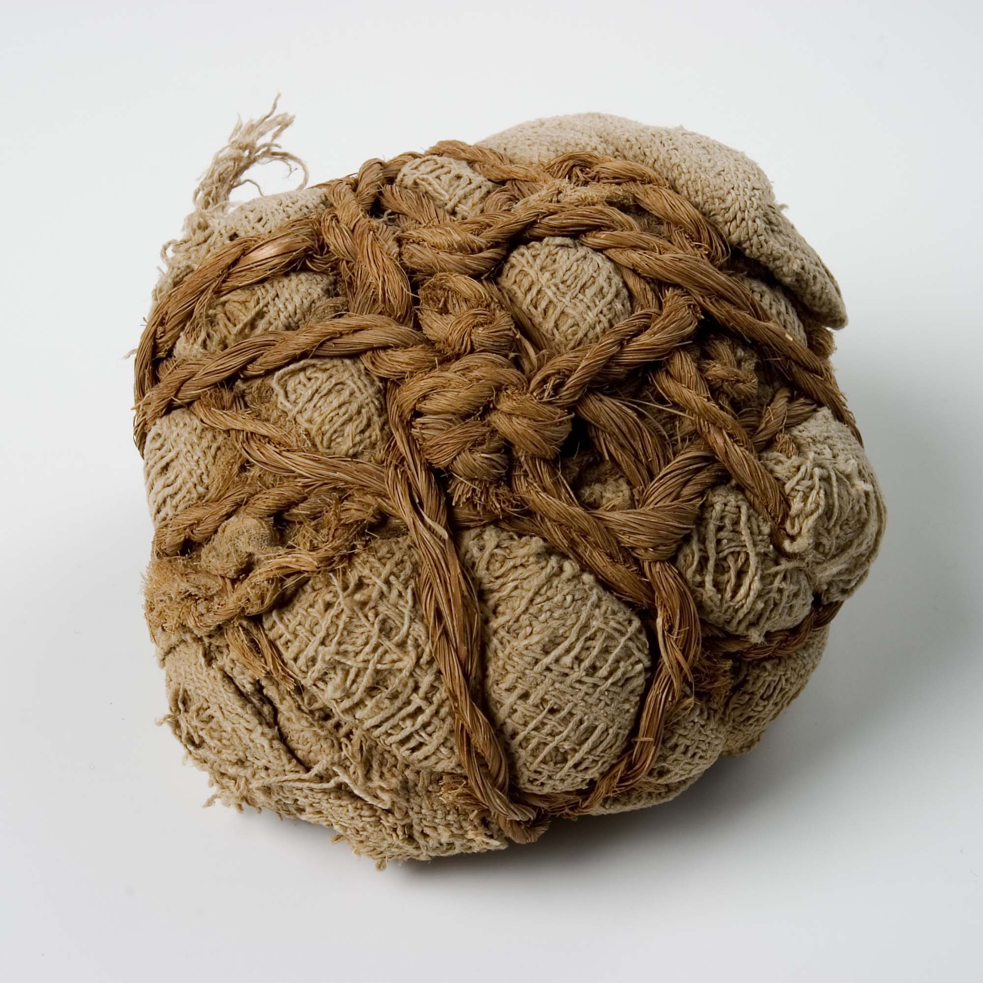 a photo of a hessian and string ball