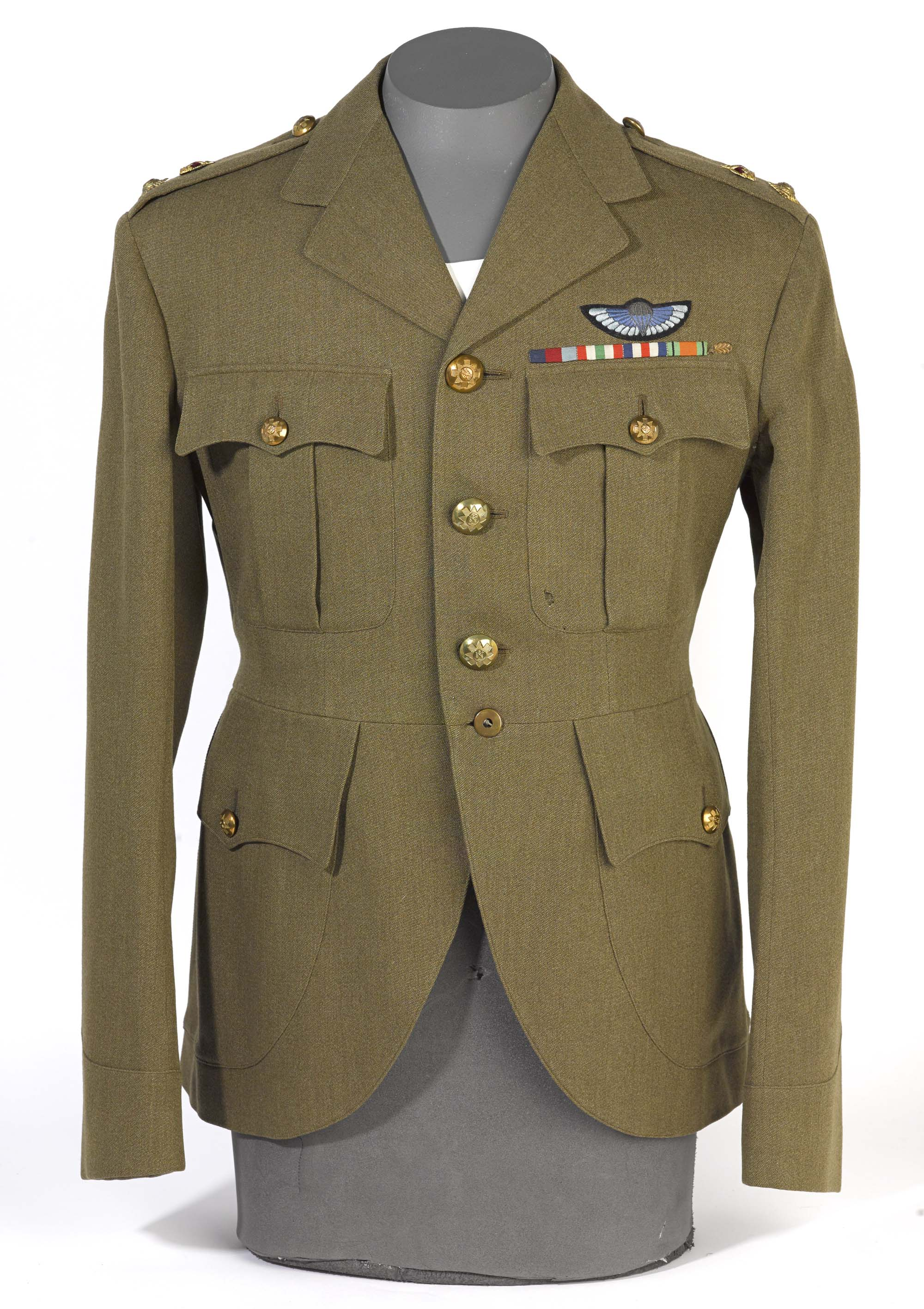 a photo of an army officer's tunic