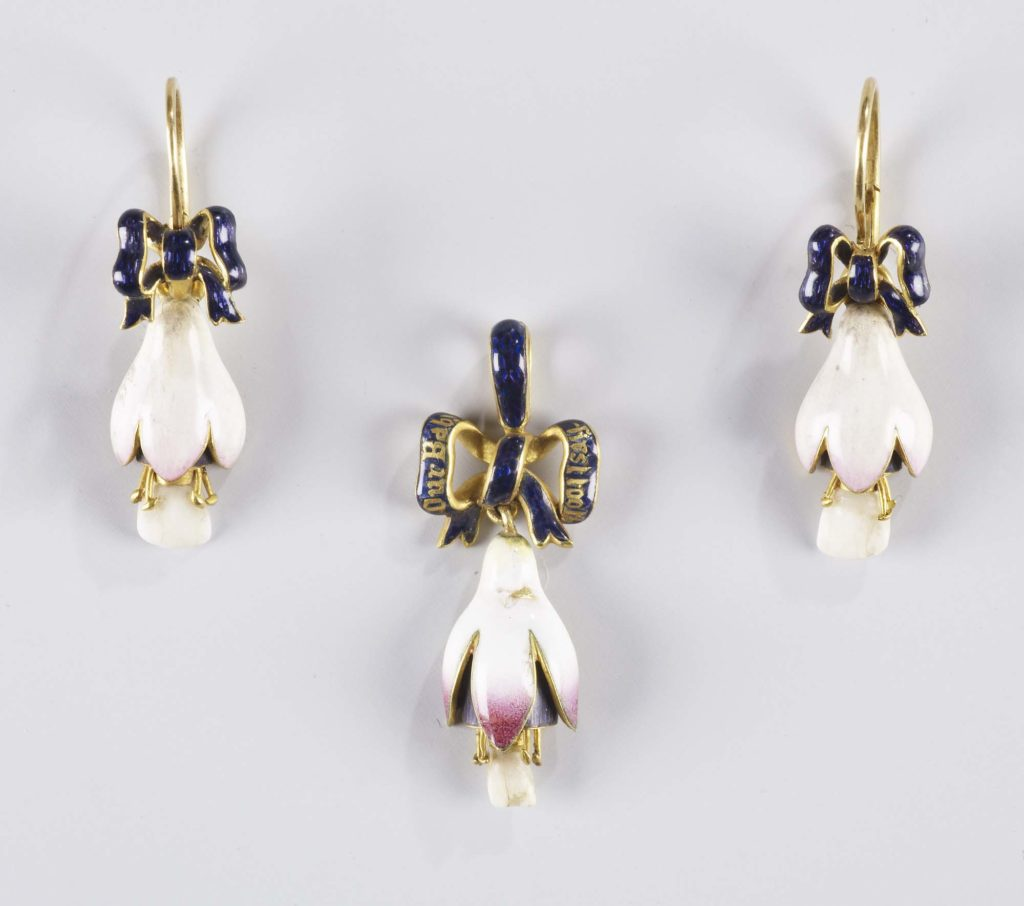 a photo of a group of earrings in the shape of flowers