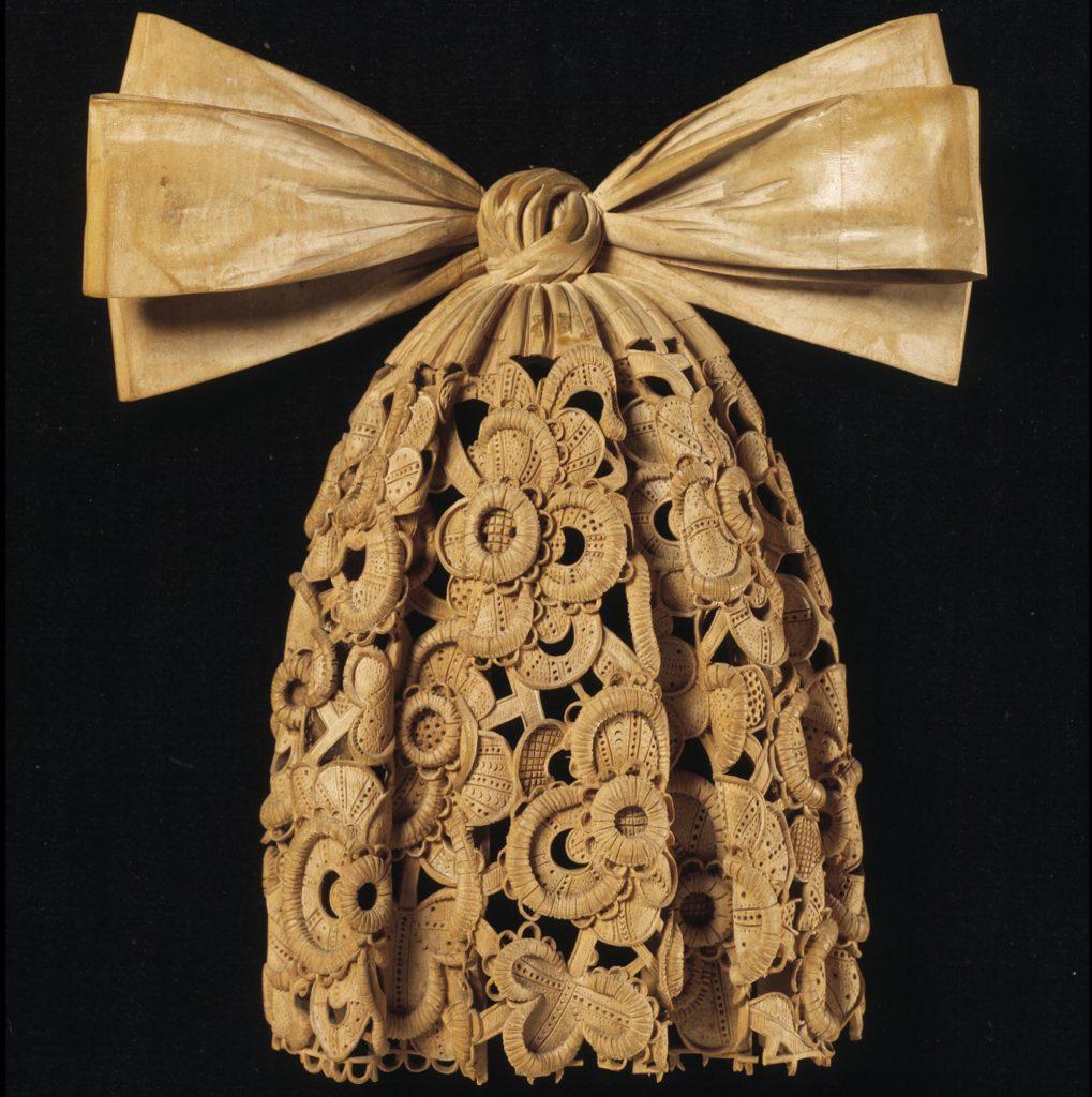 wooden limewood cravat