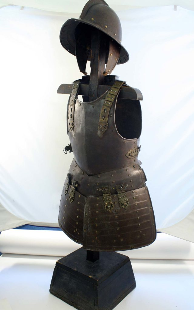 a photo of a suit of armour and helmet