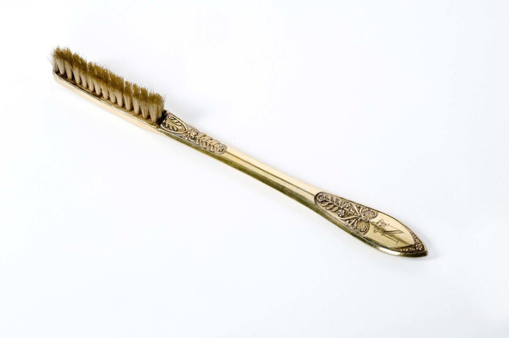 a photo of a gold toothbrush