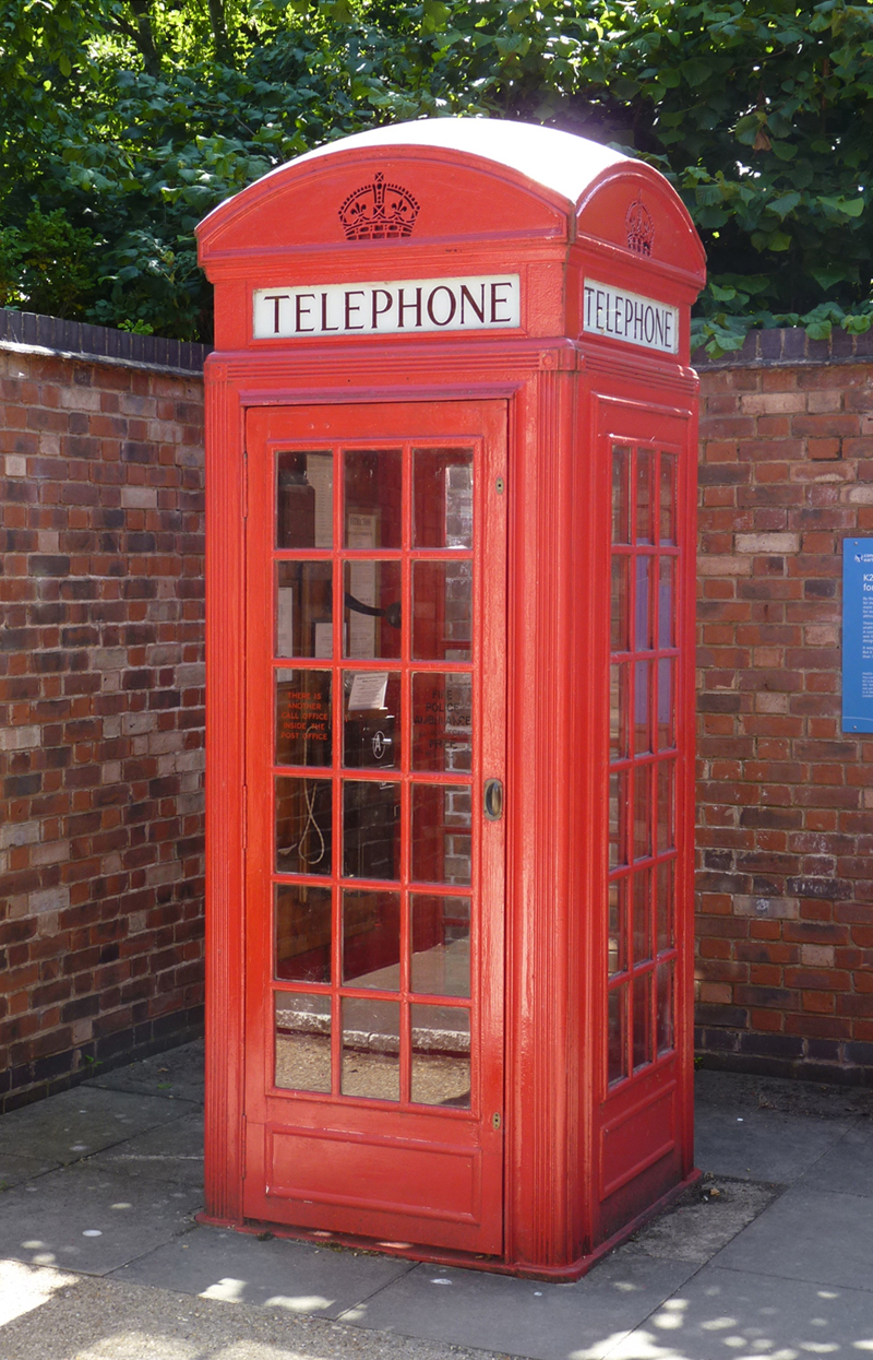 a photo of a red telephone box