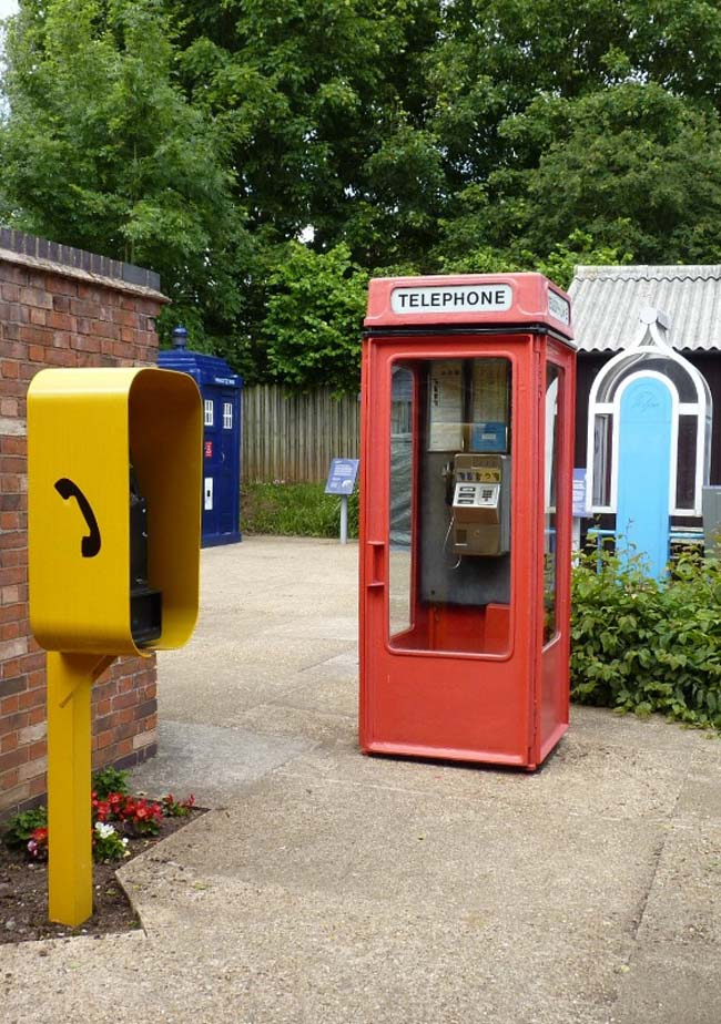 a photo of a red phone box