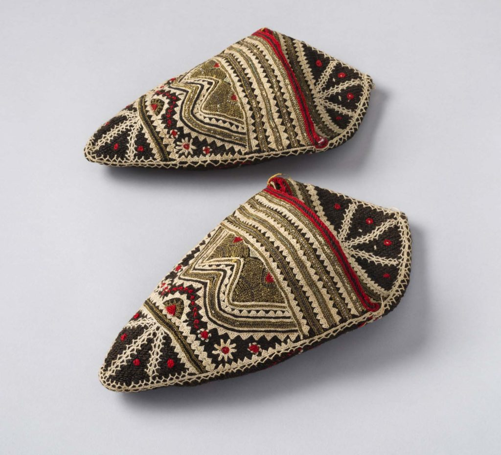 a photo of a pair of embroidered pointed slippers