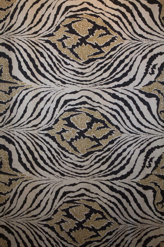 a repeating textile pattern showing tiger like stripes