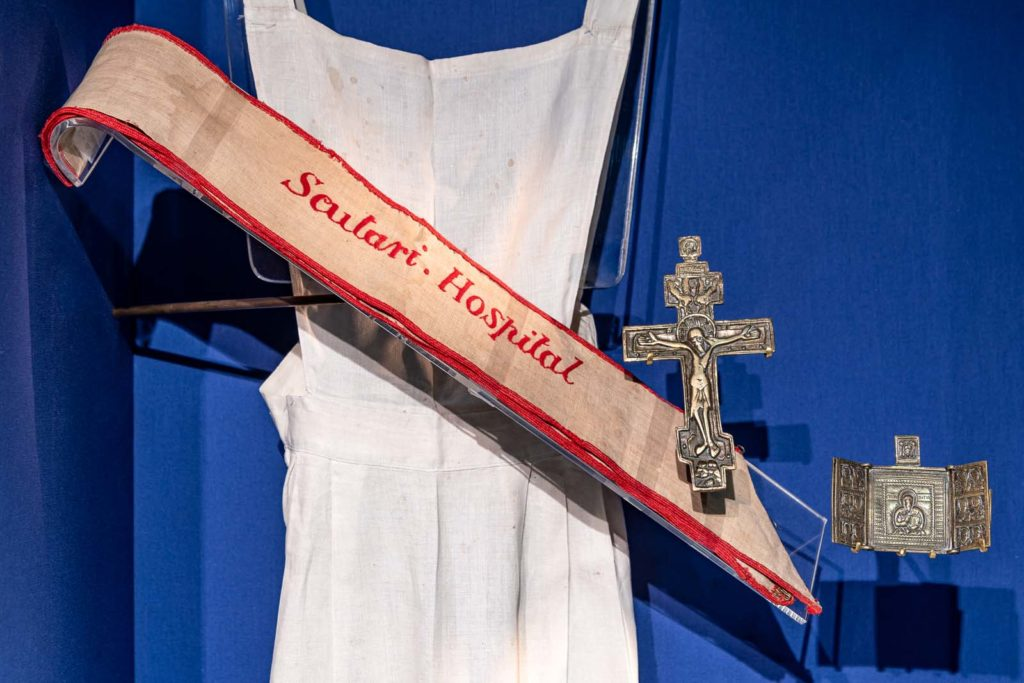 a photo of an apron and sash