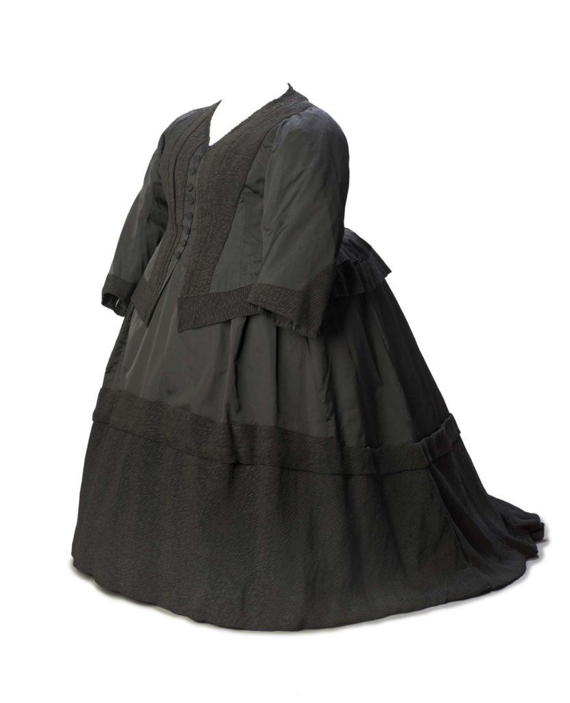 a large squat black dress with a large bustle