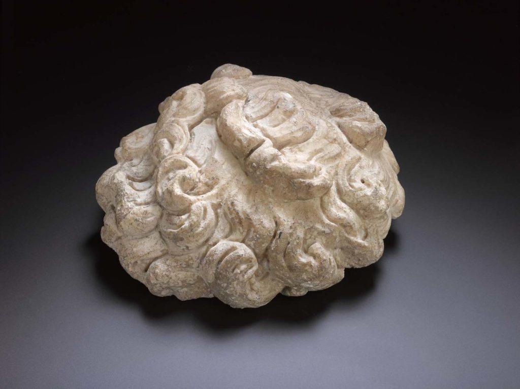 a sculpture of wavy hair