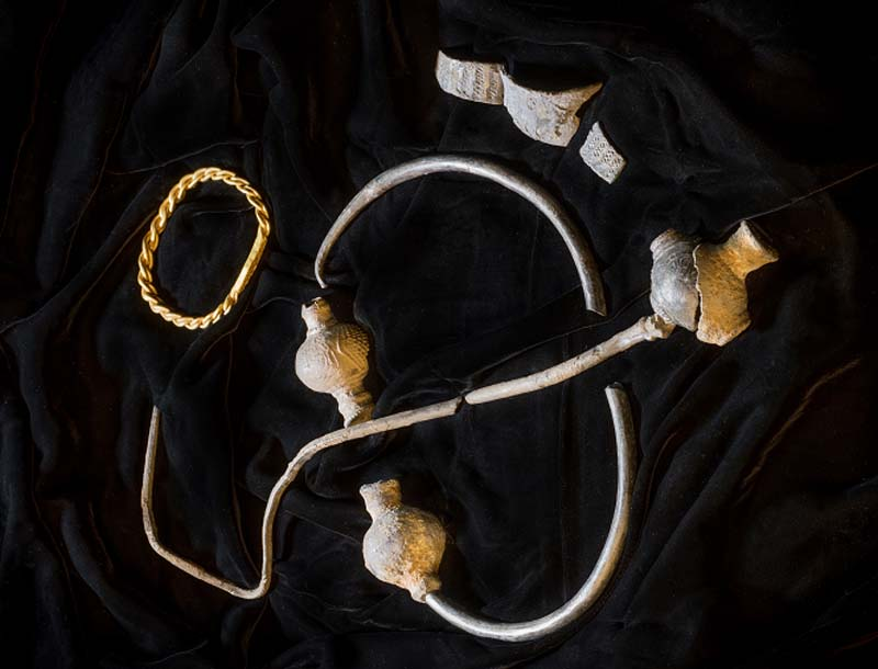 photo of a hoard of gold and silver jewellery including rings and an armlet