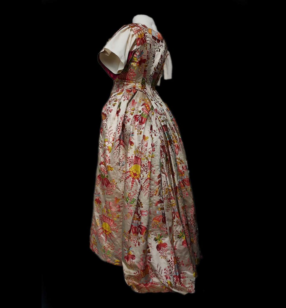 a photo of an eighteenth century dress i floral pattern with bustle