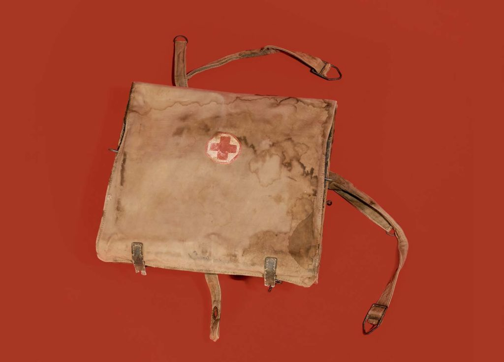 photo of a khaki webbing medical satchel with red cross