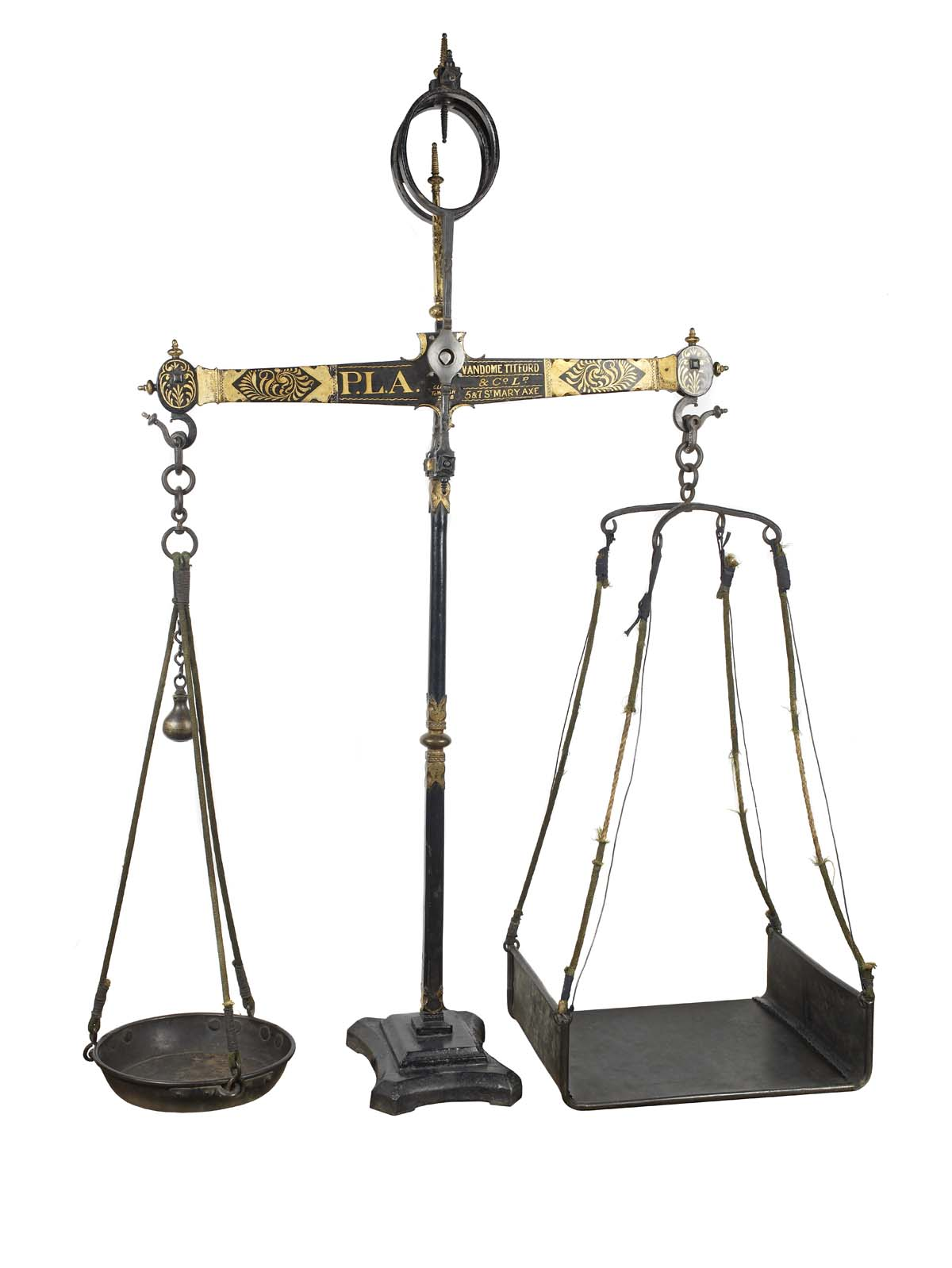 photo of a pair of weighing scales